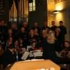 Chor und Orchester stimmen die Festgemeinde ein