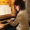 Organistin Kristine Sutidze an der Orgel